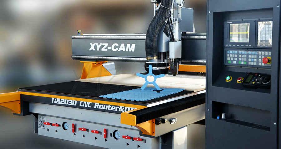 CNC Portalfräse bei der Bearbeitung von Kunststoff