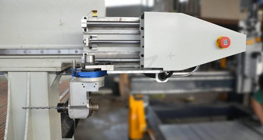 Automatischer Werkzeugspeicher einer CNC Portalfräse
