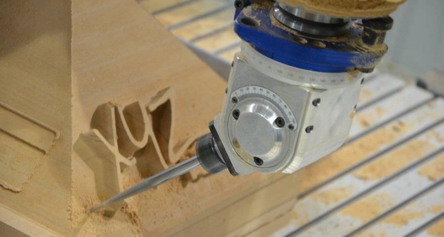 CNC Portalfräse von XYZ Machinery bei der Holzbearbeitung
