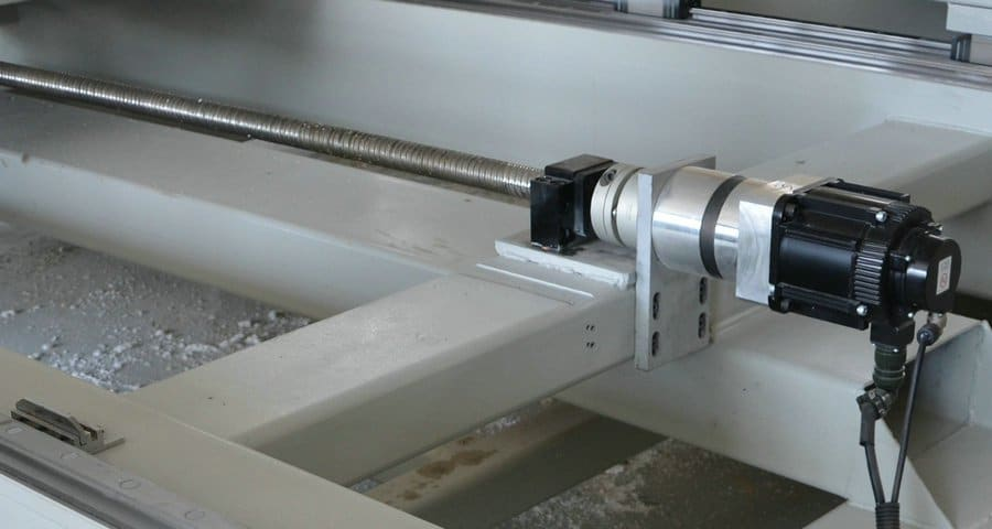 AC-Servoantriebssystem einer CNC Portalfräsmaschine