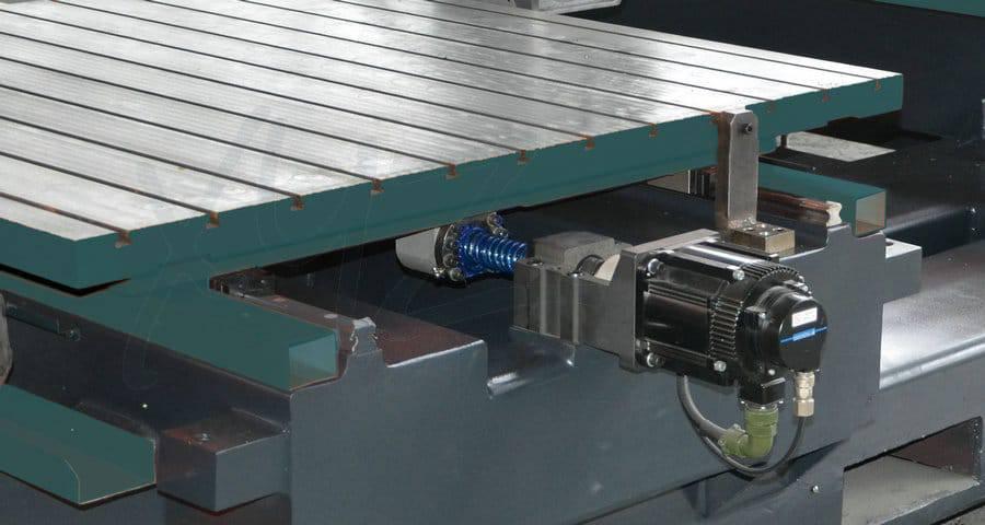Servoantrieb einer CNC Portalfräsmaschine